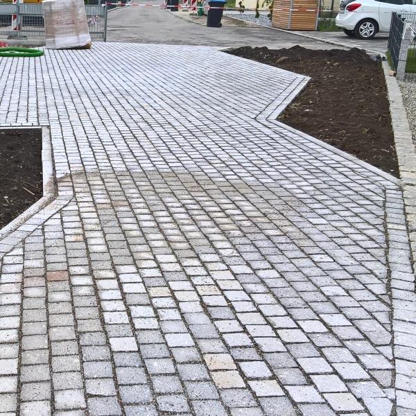 Platzgestaltung mit Granitkleinpflaster